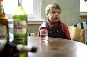 Мать алкоголичка: что делать?