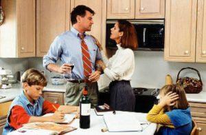 Родители каждый день пьют: что делать?