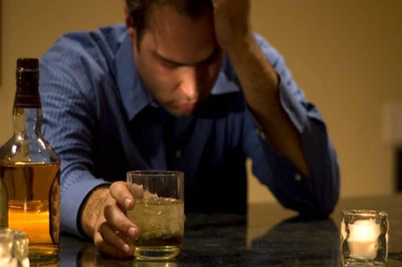 Черный кал после употребления алкоголя. Черный стул после красного вина