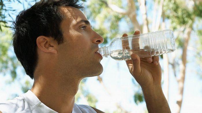 Почему появляется сушняк после алкоголя и как от него избавляться